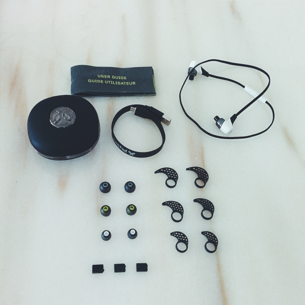 Content of Jaybird Bluebuds X's box